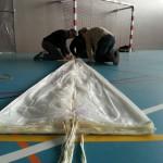 Le pliage d'un parachute de secours